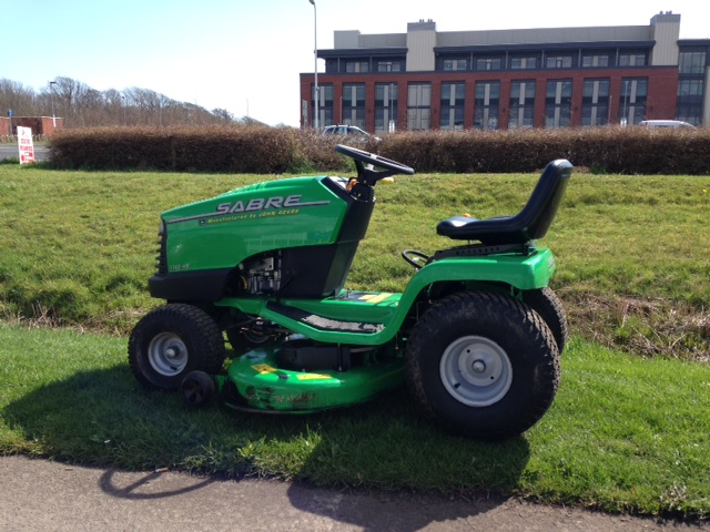 Second Hand John Deere Sabre 1742hs Side Discharge Mulcher